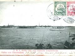 S M S Hertha und zwei russische Torpedoboote im Hafen von Daressalam