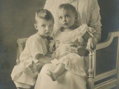 Kronprinzessin mit ihren beiden Söhnen
