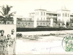 Frauen im Sonntagskleide Lome Gouvernementsgebäude