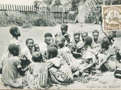 Kinder bei der Mahlzeit