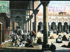 Interieur de couloir et vue sur la cour de la mosquee El Azahr