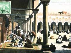 Interieur de couloir et vue sur la cour de la mosquee El Azhar