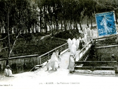 Alger-La-Visite-au-Cimetiere