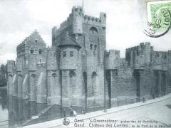 Gand Chateau des Comtes vu du Pont de la Decollation