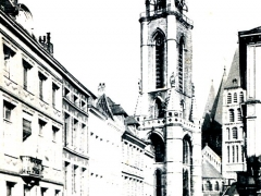 Tournai Beffroi vu de la rue St Martin