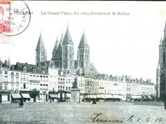 Tournai La Grand'Place les cinq clochers et le Beffroi