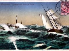 Warnemünde aussegelndes Schiff im Sturm
