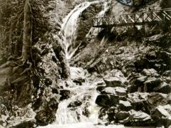 Wasserfall-in-der-Ravennaschlucht