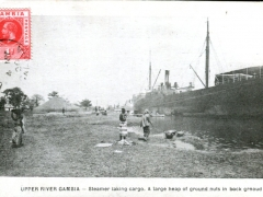 Upper-River-Gambia-Steamer-taking-cargo