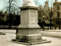 Leamington The Queen's Statue