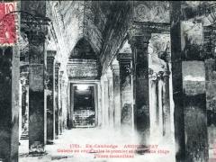Angkor Vat Galerie en croix entre le premier