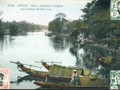 Annam Hue Batellerie indigene sur l'Arroyo de Phu Cam