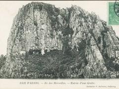 Baie d'Along Ile des Merveilles Entree d'une Grotte