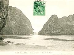 Baie d'Along une Crique Ile de la Paix