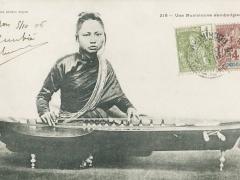 Une Musicienne cambodgienne