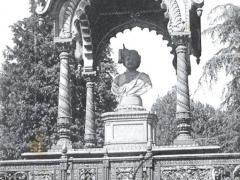 Firenze Cascine Monumento ad un Principe Indiano
