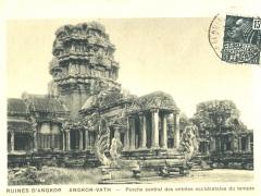 Ruines d'Angkor Vath Porche central des entrees occidentales du temple