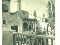 Section-Tunisienne-Vue-sur-la-Place-Publique-le-Cafe-Maure