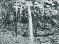 Diego-Suarez-Montagne-dAmbre-Une-cascade