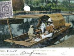 Familia-indigena-en-su-canoa