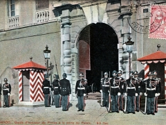 Garde d'honneur du Prince a la porte du Palais