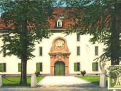 Aarau Zeughaus mit General Herzog Denkmal