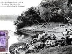Au bord d'un fleuve Caravane attendant le Passeur