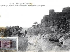 Un Village Habbe sur un massif de roches escarpees