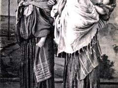 Bedouines portant leur Enfant
