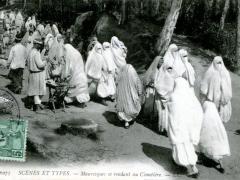Mauresques-se-rendant-au-Cimetiere